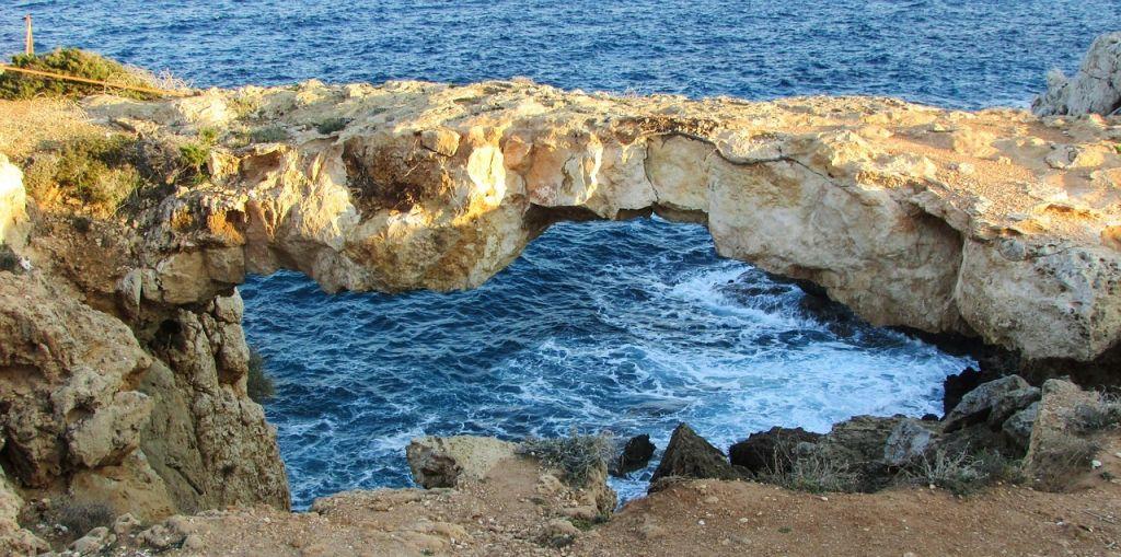 natuurlijke brug Kaap Greco